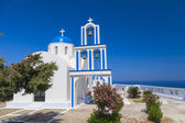 Tradiční řecký bílý kostel v santorini, řecko — Stock fotografie