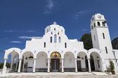 Iglesia de agios panteleimon en el hermoso balneario de kamena vourla — Foto de Stock