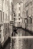 Venetië grachten en gondels, Italië — Stockfoto