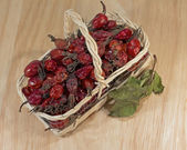 Dried rosehip berries in wicker basket, close-up — Stock Photo
