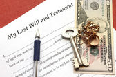 One's last will and testament with gold and money — Stock Photo