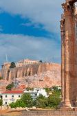 Olympian zeus ve akropolis ile parthenon tapınağı — Stok fotoğraf