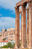 Temple of Olympian Zeus and Acropolis with Parthenon — Stock Photo