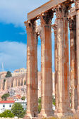 Temple of Olympian Zeus and Acropolis with Parthenon — Stock Photo