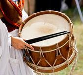 Mujer de percusión tradicional — Foto de Stock