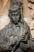 Pipe man sculpture — Stock Photo