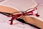眼镜和书 — 图库照片