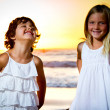 Foto Stock: Little girls in sunset