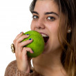 Young woman eating an apple — Stok fotoğraf