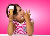 Little girl eating ice cream — Stok fotoğraf