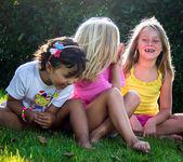 在大自然中的小女孩 — 图库照片