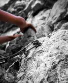Mujer joven escalada — Foto de Stock