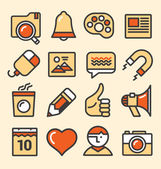 Outlined media icons set — Stock Vector