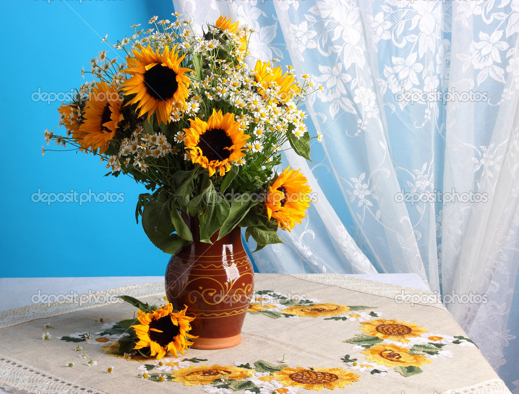 still life with sunflowers stock photo  u00a9 der83 21261735