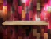Estante vacío para exhibición en color madera. eps 10 — Vector de stock