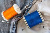 Bobine di filo blu jeans — Foto Stock