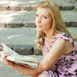 Young  beautiful woman reading in the park  — Stock Photo