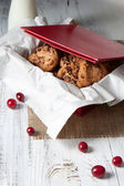 Chocolate chip cookies in a box — Foto Stock