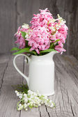 Bouquet of spring flowers in a vase — Stock Photo