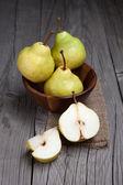 Fresh and ripe pears — Stockfoto