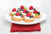 Raspberries mini cakes — Stockfoto
