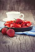 Sweet strawberry cake — Stock Photo