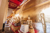 Statue of reclining Buddha in thai temple — Stock Photo