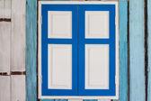 Modré a bílé dřevěné okno — Stock fotografie