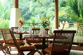 Venkovní jídelní stůl — Stock fotografie
