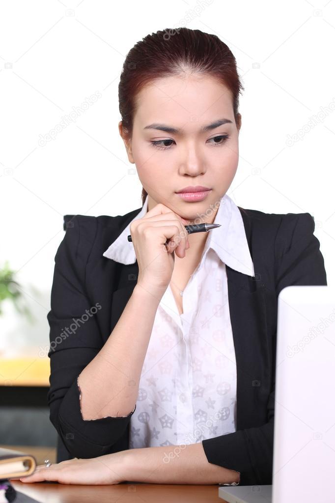 maux de t te et le stress au travail jeune femme professionnelle a soulign et fatigu avec mal. Black Bedroom Furniture Sets. Home Design Ideas