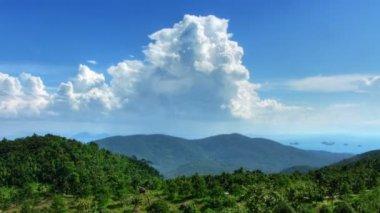 Montagne paysage et nuages time-lapse — Vidéo