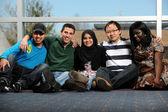 Zróżnicowaną grupę młodych — Zdjęcie stockowe