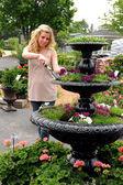 молодая женщина садоводство — Стоковое фото