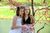 Young Sisters Outdoors — Stock Photo
