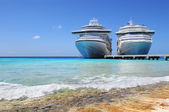 Cruise Ships Docked in Caicos Island — Stock Photo