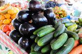 Owoce i warzywa na otwartym rynku — Zdjęcie stockowe