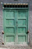Gammal grunge dörr — Stockfoto