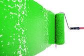 Rolo com tinta verde em parede branca — Fotografia Stock