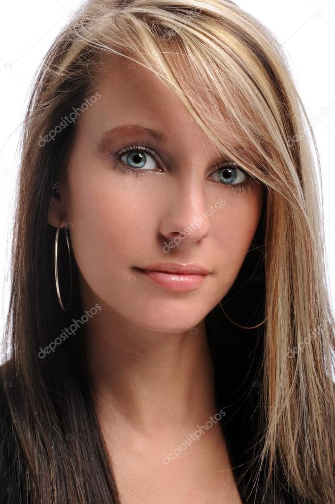 Portrait of beautiful young woman — Stock Photo #14183727