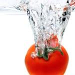 Tomato Splashing Into Water — Stock Photo