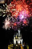 Disney world magisch koninkrijk en vuurwerk — Stockfoto