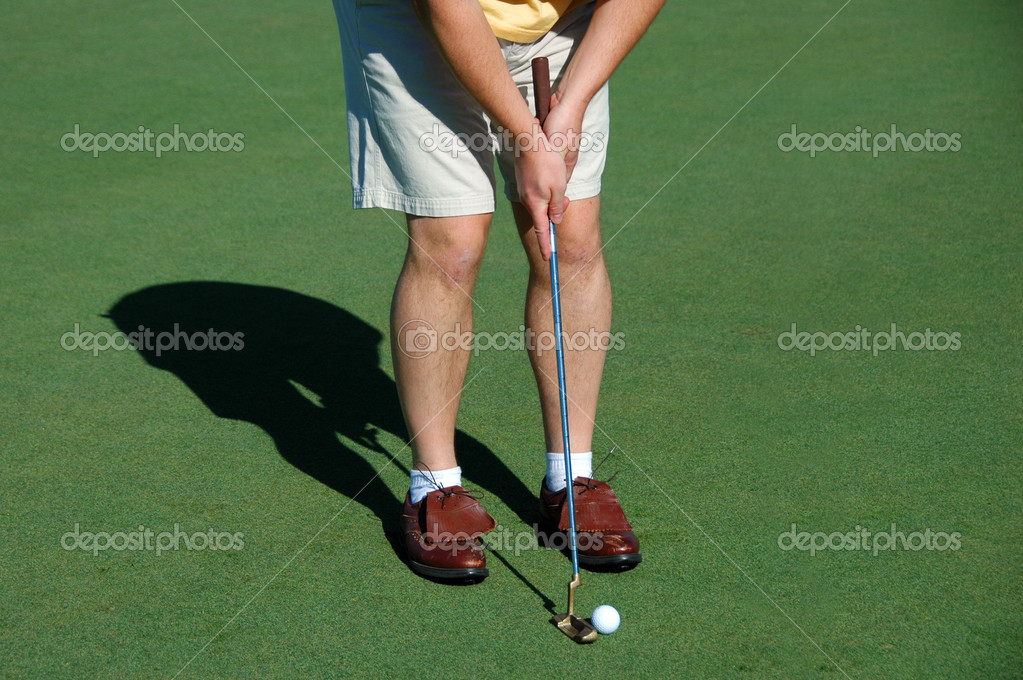 Golfer putting on the green — Foto Stock #15824293