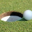 Golf Ball Going in the Hole — Stockfoto