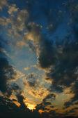 Nuvens e sol — Fotografia Stock