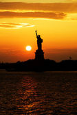 Statue of Liberty silhouette at sunset — Stock Photo