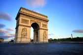 Arco do triunfo ao pôr do sol, paris — Fotografia Stock