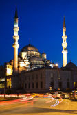Illuminated New Mosque at Blue Hour with Blurred Car Lights, Istanbul — Stock Photo