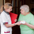 Nurse visiting a patient at home — Stock Photo