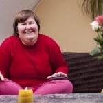 Behinderte Frau erlebt Musik und freut sich — Stock Photo