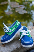 Blue and green shoes — Stockfoto